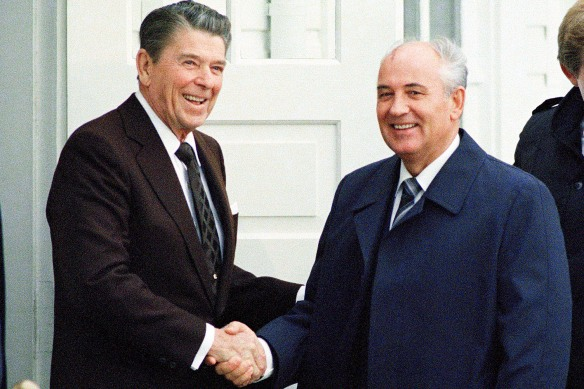 Mikhail Gorbachev and Ronald Reagan 1986